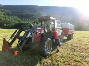 Kjøre traktor med billappen